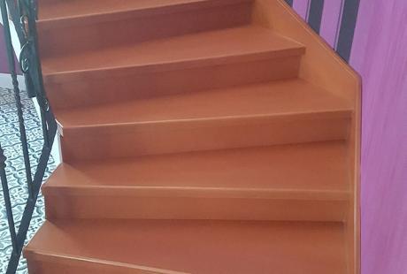 Belső tömörfa lépcsők