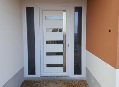 Bejárati ajtó műanyag